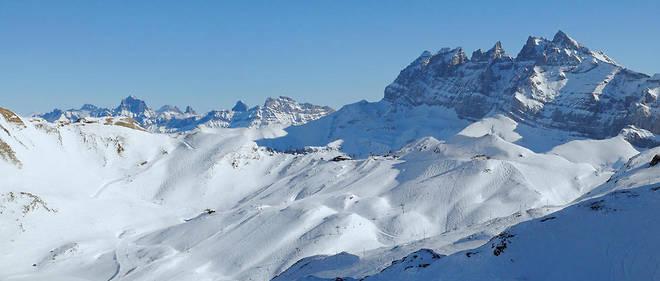 La Suisse, petit pays de huit millions d'âmes, doit satisfaire ses téléspectateurs et ses auditeurs en quatre langues, l'allemand, le français, l'italien et le romanche.