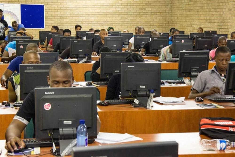 Les fondations américaines ont transformé en profondeur le paysage éducatif africain, par exemple en favorisant l'accès à Internet pour les étudiants.  ©  OER Africa/Flickr, CC BY-SA