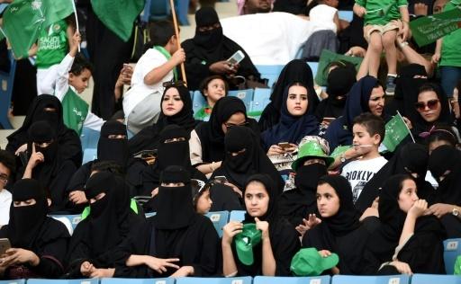 Des femmes saoudiennes assistent dans un stade de Ryad, la capitale saoudienne à une commémoration le 23 septembre 2017 © Fayez Nureldine AFP/Archives