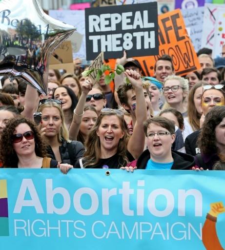 Des femmes manifestent pour la libéralisation de l'avortement, le 30 septembre 2017 à Dublin, en Irlande © Paul FAITH AFP/Archives