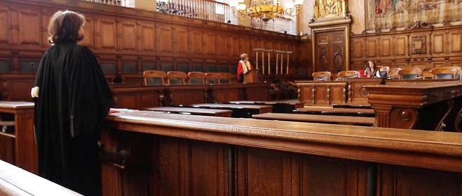 Une mère de cinq enfants a été condamnée à 18 mois de prison, dont un an ferme, pour avoir agressé la maîtresse de sa fille (illustration).
