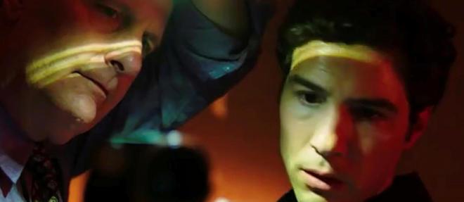Traque. Tahar Rahim joue un jeune enquêteur du FBI au côté de Jeff Daniels, qui interprète le patron de la cellule antiterroriste de l'organisation.
