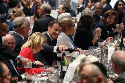 Emmanuel Macron à coté de sa femme Brigitte Macron lors du diner du Crif à Paris le 7 mars  2018 © ludovic MARIN POOL/AFP