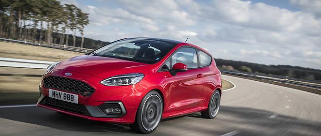Forte de 200 ch et d'un châssis affûté, la Ford Fiesta ST, avec ses systèmes proposés hélas souvent en option, sera une vérittable école de pilotage.