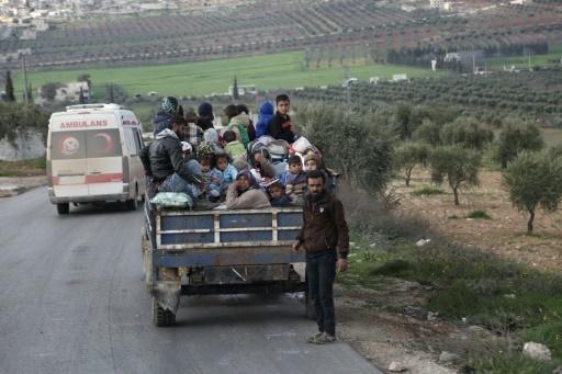 Des civils fuient la ville d'Afrine, dans le nord-ouest de la Syrie, cible d'une offensive turque, le 13 mars 2018 © Nazeer al-Khatib AFP