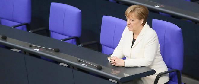 Angela Merkel a prêté serment pour la 4e fois. 35 voix de la majorité CDU, CSU et SPD lui ont manqué lors du scrutin à bulletin secret mercredi matin.