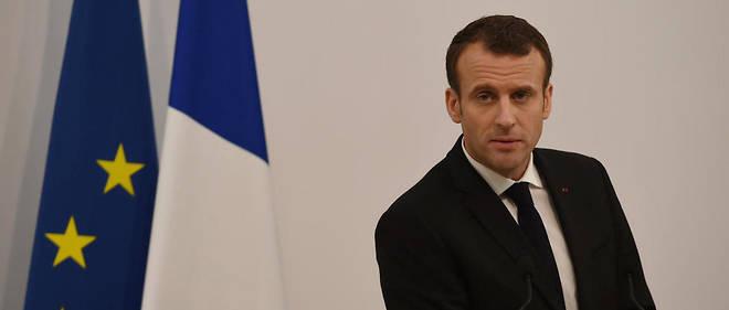 Interpellé par des retraités se plaignant de la baisse de leurs revenus, Emmanuel Macron leur ademandé « un effort pour aider les jeunes actifs ».