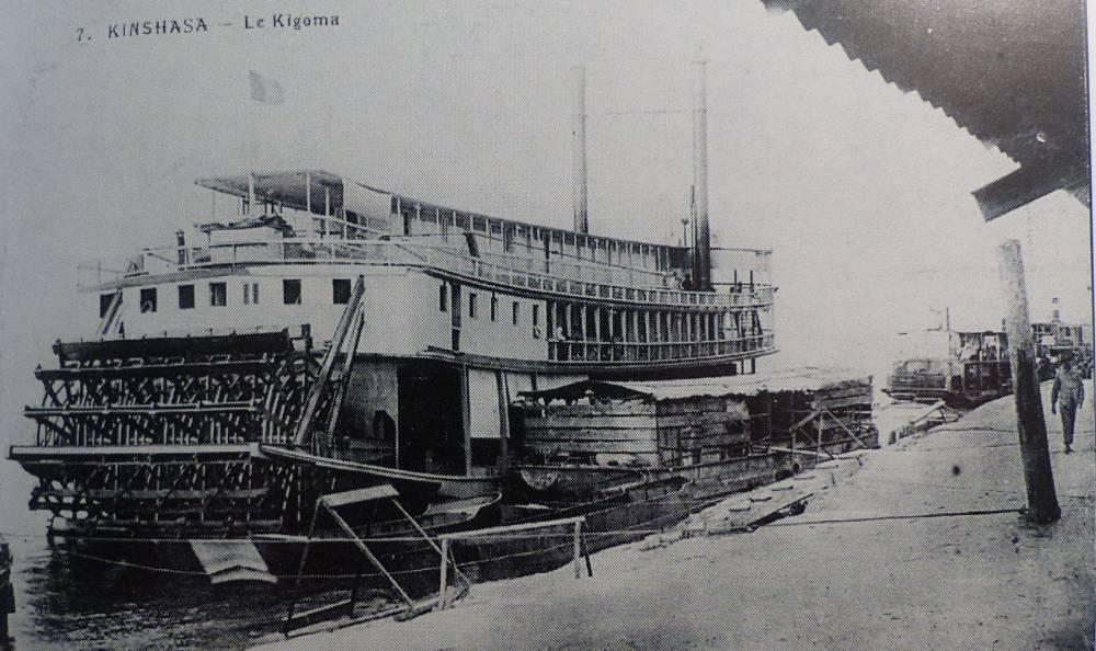 Le Kigoma, steamer naviguant sur le fleuve Congo dans les années 30 (carte postale). © D.R