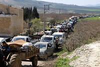 Exode. Des milliers de civils kurdes fuient la région d'Afrine, le12mars, sous le feu des frappes turques commencées en janvier dans le cadre de l'opération Rameau d'olivier.
