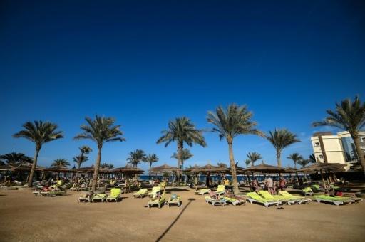 Des touristes sur la plage d'Hourghada, le 18 février 2018 en Egypte © MOHAMED EL-SHAHED AFP