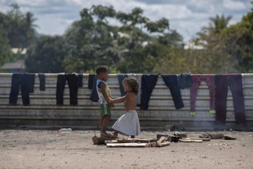 Des enfants Vénézuéliens jouent le 28 février 2018 à Pacaraima au Brésil  © Mauro Pimentel AFP