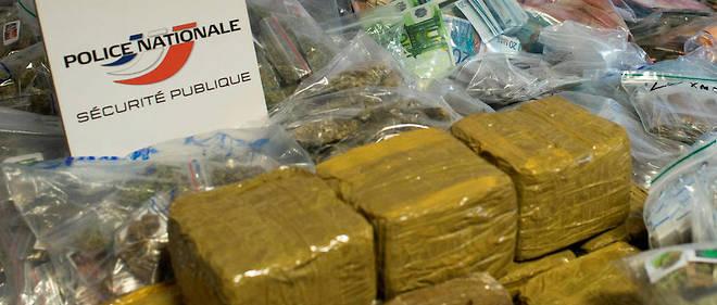 Les enquêteurs ont mis la main sur 110 kilos de résine de cannabis, 600 grammes d'herbe de la même drogue, 95 000 euros en argent liquide et un pistolet-mitrailleur. Illustration.
