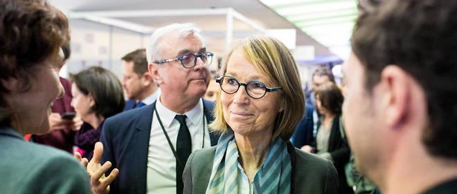 Le gouvernement entend passer une loi permettant la lutte contre les fake news, tandis que certains, dont Jean-Luc Mélenchon, souhaitent la mise en place d'un conseil de déontologie journalistique.