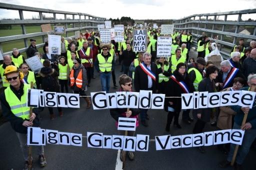Manifestation de riverains contre la ligne LGV entre Le Mans et Rennes, le 17 mars 2018 à Savigné-l'Evêque © JEAN-FRANCOIS MONIER              AFP