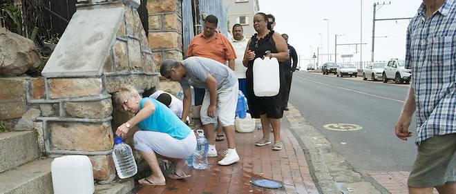 Les populations du Cap, en Afrique du Sud, sont déjà aux prises avec ce problème d'approvisionnement en eau.
