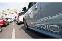 Le courant ne passe pas encore pour la voiture électrique malgré des aides à l'achat mirifiques.