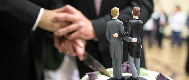 Depuis la loi 2013 sur l'ouverture du mariage et de l'adoption aux couples homosexuels, l'administration n'avait procédé qu'à peu de changements, estime la Ville de Paris.