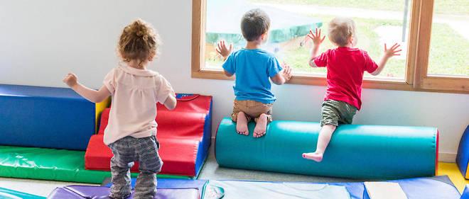 """Cette décision traduit la volonté d'Emmanuel Macron de faire de la maternelle """"une véritable école, tournée vers l'acquisition du langage et l'épanouissement de l'enfant""""."""