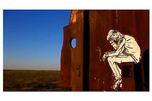 """""""C'est assez bien d'être fou"""", le documentaire hommage au street artist zoo project."""