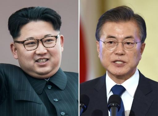 Le leader nord-coréen Kim Jong Un (G) le 10 mai 2016 à Pyongyang, et le président sud-coréen Moon Jae-in le 17 août 2017 à Séoul © - AFP/Archives