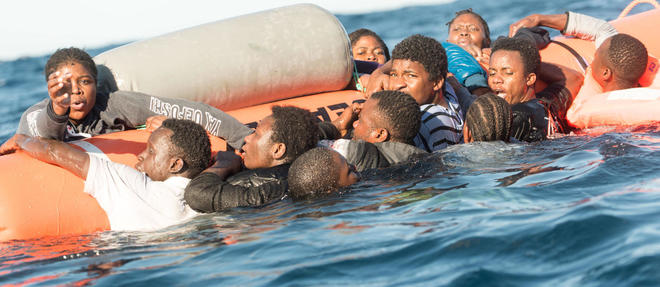 Numerous refugees are saved by a boat of the aid organisation SOSMediterranee just off the Libyan coast while attempting to cross over to Italy in the Mediterranean, 27 January 2018. Photo: Laurin Schmid/SOS Mediterranee/dpa ©Laurin Schmid/SOS Mediterranee