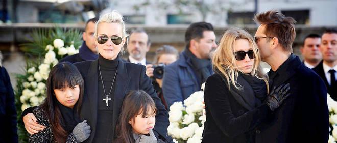 Laeticia Hallyday, ses filles Joy et Jade, Laura Smet et David Hallyday lors des funérailles du chanteur.