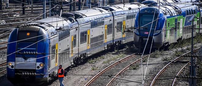 Un employé de la SNCF près de la gare de Lille (Nord), le 29 mars 2018.