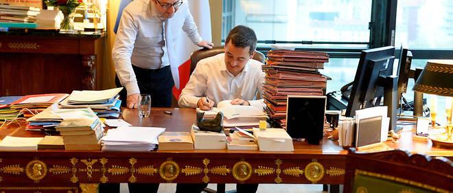 Le ministre de l'Action et des Comptes publics Gérald Darmanin dans son bureau à Bercy.