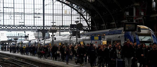 Le quai bondé de la gare de Lille Flandres, le mardi 3 mars 2018, lors du premier jour de grève de la SNCF.