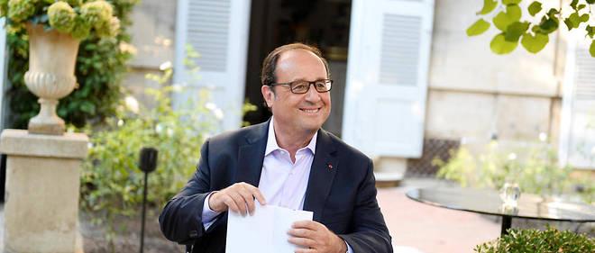 """Francois Hollande intervient devant les Napoleons  Arles dans le cadre de sa Fondation """"la France s'engage"""".Avec les co fondateurs des NapoleonsMondher AbdennadherOlivier Moulierac"""