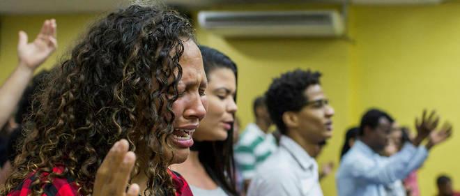 """À Madureira, au nord de Rio, service dominical à l'église chrétienne contemporaine (Igreja Crista Contemporanea), la première église à accepter des membres de la communauté LGBT. Certaines églises évangéliques se sont positionnées sur cette """"clientèle"""", malgré une doctrine très conservatrice."""