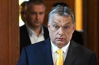 Le 10 avril, deux jours après la victoire de son parti, Viktor Orban s'apprête à donner une conférence de presse.
