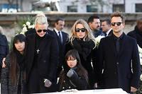 Entente éphémère.Laeticia Hallyday, Laura Smet et David Hallyday, lors des obsèques de Johnny. Depuis l'annonce du testament –qui privilégie les filles adoptives de Laeticia et Johnny–, la famille se déchire.  ©LUDOVIC MARIN/AFP