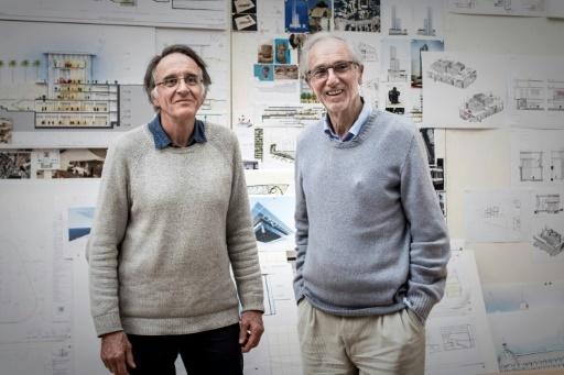 L'architecte franco-suisse Bernard Plattner (G) avec l'architecte italien Renzo Piano (D) © Philippe LOPEZ AFP