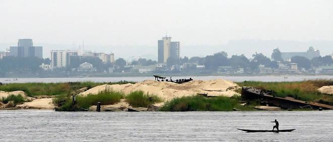 La quête de l'identité du père de son fils va mener Adèle, l'héroïne de Jean-Pierre Orban, sur les rives du fleuve Congo.