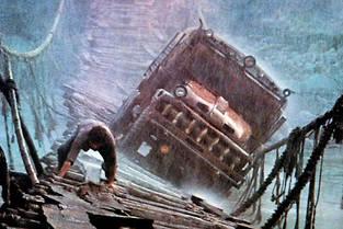 La traversée infernale d'un pont suspendu balayé par la tempête : la scène la plus célèbre de Sorcerer de William Friedkin, sorti dans les salles françaises en 1977 sous le titre initial Le Convoi de la peur.