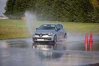 Les Français plébiscitent une formation complémentaire à la conduite, notamment par adhérence précaire.