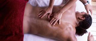La manipulation reste souvent la meilleure méthode contre la lombalgie (illustration).