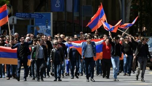 Manifestation de l'opposition à Erevan le 25 avril 2018 © Vano Shlamov AFP