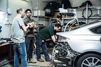 À Mobileye-Intel, à Jérusalem, ingénieurs et techniciens équipent les véhicules de leur système autonome.    ©Sébastien Leban