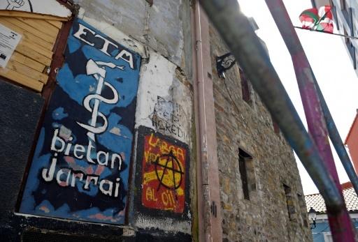 Un graffiti représentant le logo de l'ETA à Bermeo, au Pays basque espagnol, le 30 mars 2017 © ANDER GILLENEA AFP