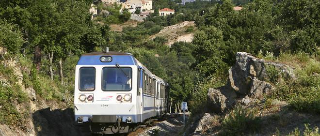 La Micheline, en Corse. La Société des chemins de fer de Corse gère 232 kilomètres de voies sur l'île.