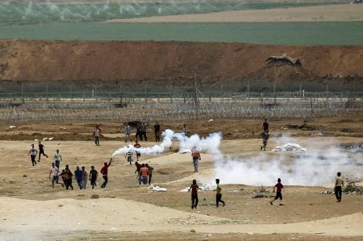 Des Palestiniens dans la bande de Gaza rassemblés près de la frontière israélienne le 4 mai 2018 pour un 6e vendredi de mobilisation © MOHAMMED ABED AFP