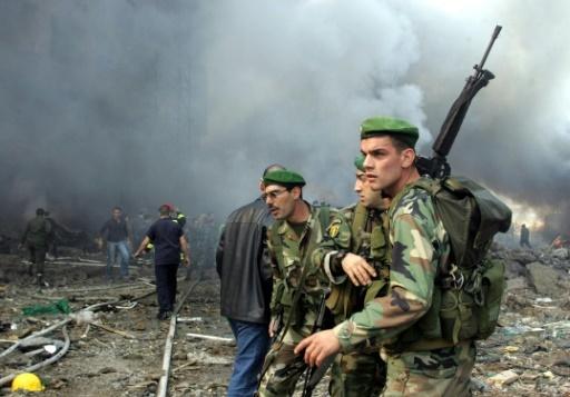 Des soldats de l'armée libanaise sur les lieux de l'attentat qui a couté la vie à l'ex-Premier ministre Rafic Hariri, à Beyrouth, le 14 février 2005 © JOSEPH BARRAK AFP/Archives