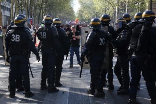 Des CRS déployés le 19 avril 2018 à Paris lors d'une manifestation contre la politique du gouvernement © Zakaria ABDELKAFI AFP/Archives