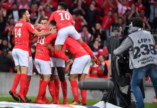 La joie des joueurs de Nîmes après un but contre l'AC Ajaccio, au stade des Costières, le 4 mai 2018 © PASCAL GUYOT AFP