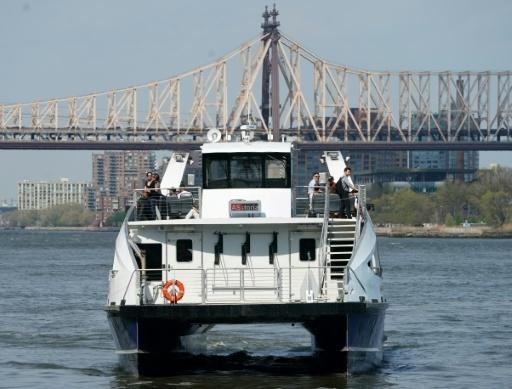 Un ferry traverse l'East River à New York, le 3 mai 2018 © Don EMMERT AFP