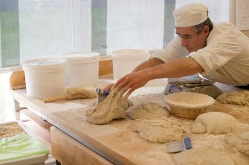 Un élève de l'Ecole internationale de boulangerie, en avril 2018, à Noyers-sur-Jabron (Alpes-de-Haute-Provence) © BERTRAND LANGLOIS AFP/Archives