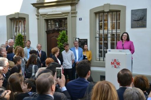 La chef du SPD Andrea Nahles prononce un discours devant la maison natale de Karl Marx à Trèves, en Allemagne, le 5 mai 2018 © Harald Tittel dpa/AFP