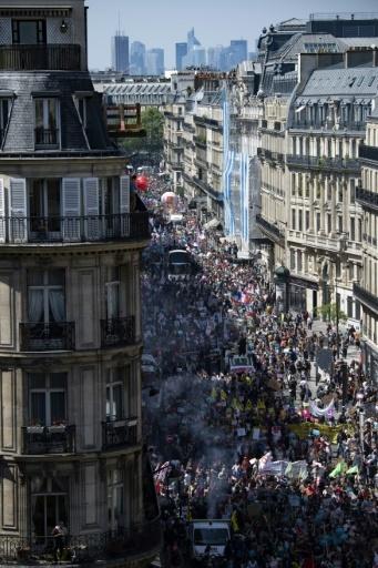 """Des dizaines de milliers de manifestants pour la """"Fête à Macron"""" le 5 mai 2018 dans le centre de Paris © Olivier MORIN AFP"""